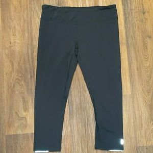 Lucy large black capri cropped reflective leggings